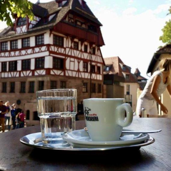 Espresso vor Dürer Haus